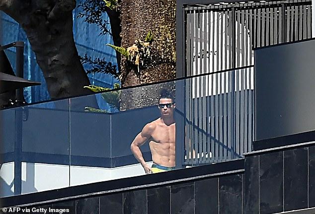 Khám phá căn biệt thự mới, tách biệt hơn với thế giới bên ngoài để tránh dịch của gia đình Ronaldo - Ảnh 7.
