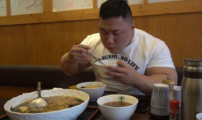 Lực sĩ Hàn Quốc Ha Je-yong: Bạn trai tin đồn của Lindsay Lohan, bắp chuột to như vòng eo Ngọc Trinh, treo thưởng 1.000 USD cho ai vật tay thắng mình - Ảnh 6.