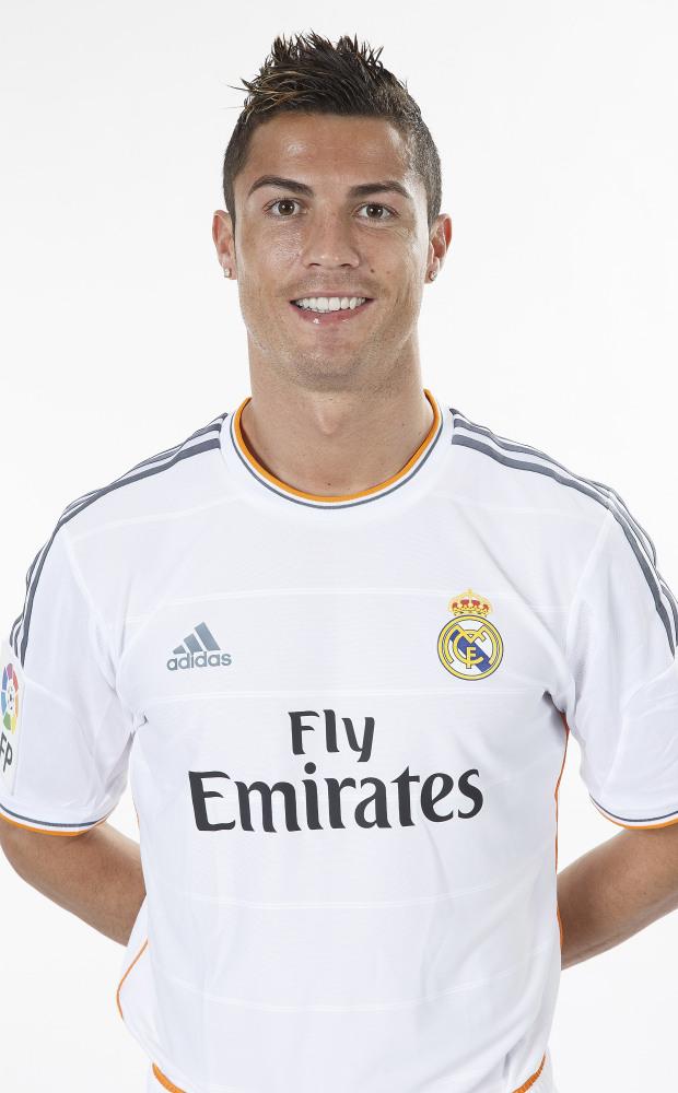 Ronaldo và những kiểu đầu theo anh từng năm tháng: Càng ngày càng chín chắn nhưng cuối sự nghiệp bất ngờ có dấu hiệu hồi xuân - Ảnh 7.