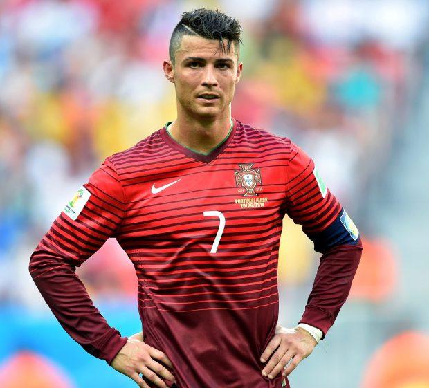 Ronaldo và những kiểu đầu theo anh từng năm tháng: Càng ngày càng chín chắn nhưng cuối sự nghiệp bất ngờ có dấu hiệu hồi xuân - Ảnh 10.