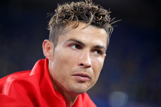 Ronaldo và những kiểu đầu theo anh từng năm tháng: Càng ngày càng chín chắn nhưng cuối sự nghiệp bất ngờ có dấu hiệu hồi xuân - Ảnh 9.