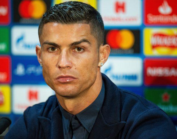 Ronaldo và những kiểu đầu theo anh từng năm tháng: Càng ngày càng chín chắn nhưng cuối sự nghiệp bất ngờ có dấu hiệu hồi xuân - Ảnh 12.