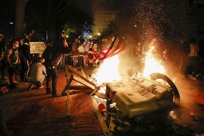 JR Smith trần tình lý do vì sao anh đánh đập một thanh niên da trắng khi tham gia biểu tình tại Los Angeles - Ảnh 3.