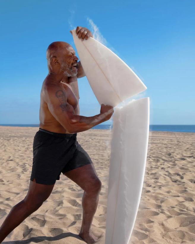 Trở lại sau thời gian dài giải nghệ, Mike Tyson chuẩn bị đối đầu cùng... cá mập trắng - Ảnh 3.