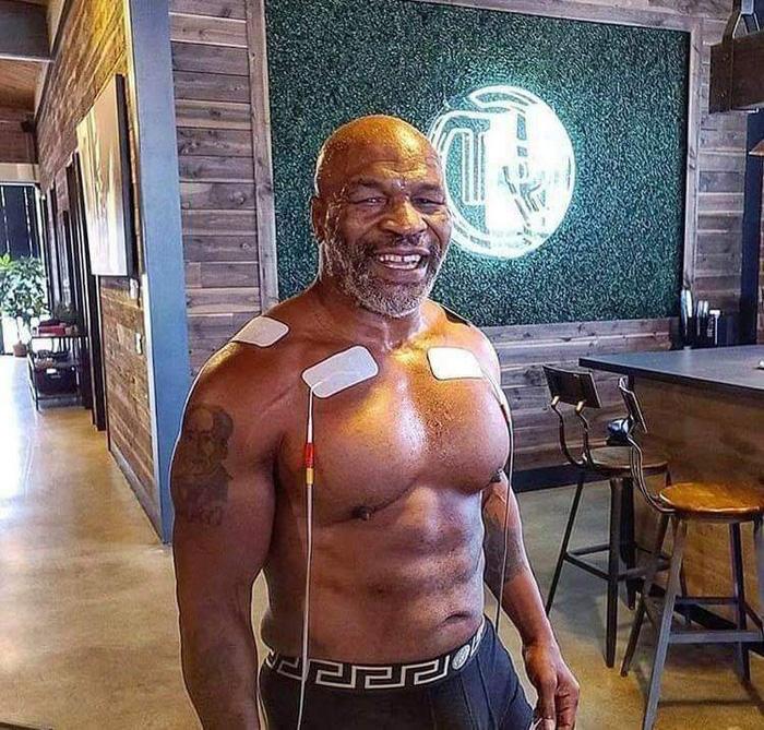 NÓNG: Huyền thoại Mike Tyson chính thức tái xuất ở tuổi 54, chạm trán với một đối thủ cực kỳ khó chơi - Ảnh 1.