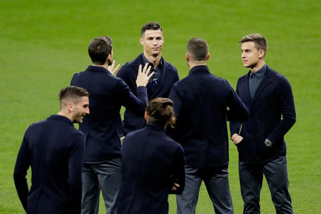 Choáng với mức lương thật sự của Ronaldo ở Juventus: Một tiếng kiếm gần 100 triệu đồng, cao hơn tất cả sao sáng nhất của đội cộng lại - Ảnh 1.