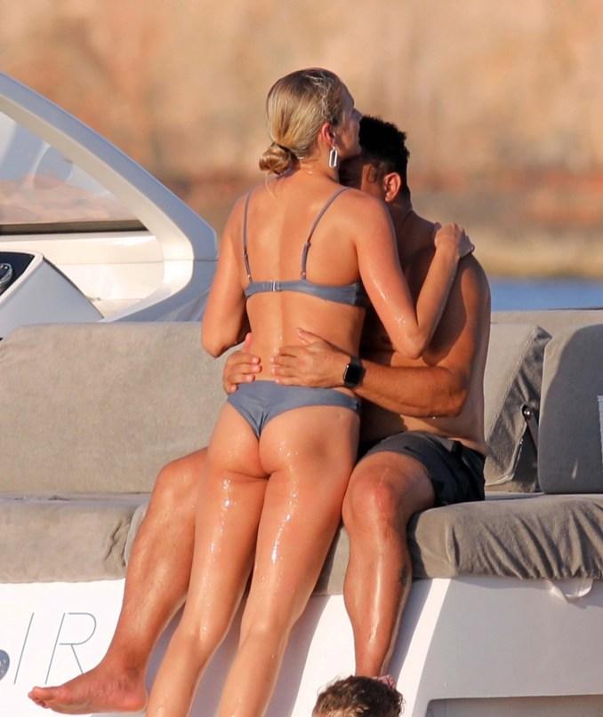 Ronaldo béo gây chú ý khi đi nghỉ mát cùng bạn gái kém 15 tuổi: Vòng 2 vẫn lớn nhưng ngoại hình đã khiến các fan yên tâm phần nào - Ảnh 5.