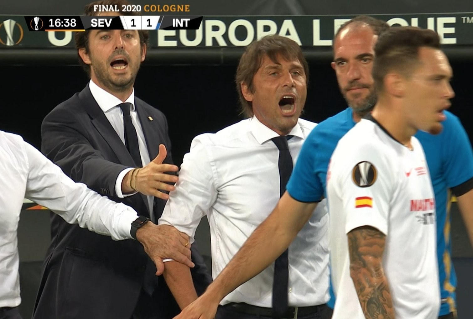 Hẹn gặp mày sau trận, HLV Inter Milan gạ cầu thủ đối phương đánh nhau vì bị lôi quá khứ hói đầu ra mỉa mai ở chung kết Europa League - Ảnh 1.