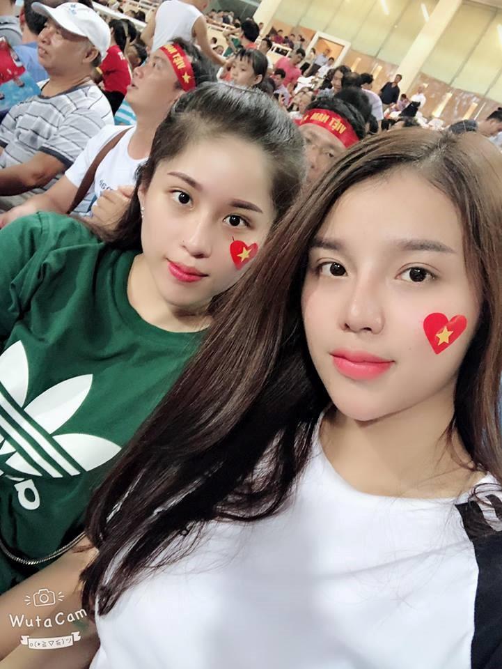 Những cô bạn gái cầu thủ nổi bật ở AFF Cup 2018: Người yêu Duy Mạnh khoe sắc cùng nhà vô địch võ thuật thế giới - Ảnh 6.