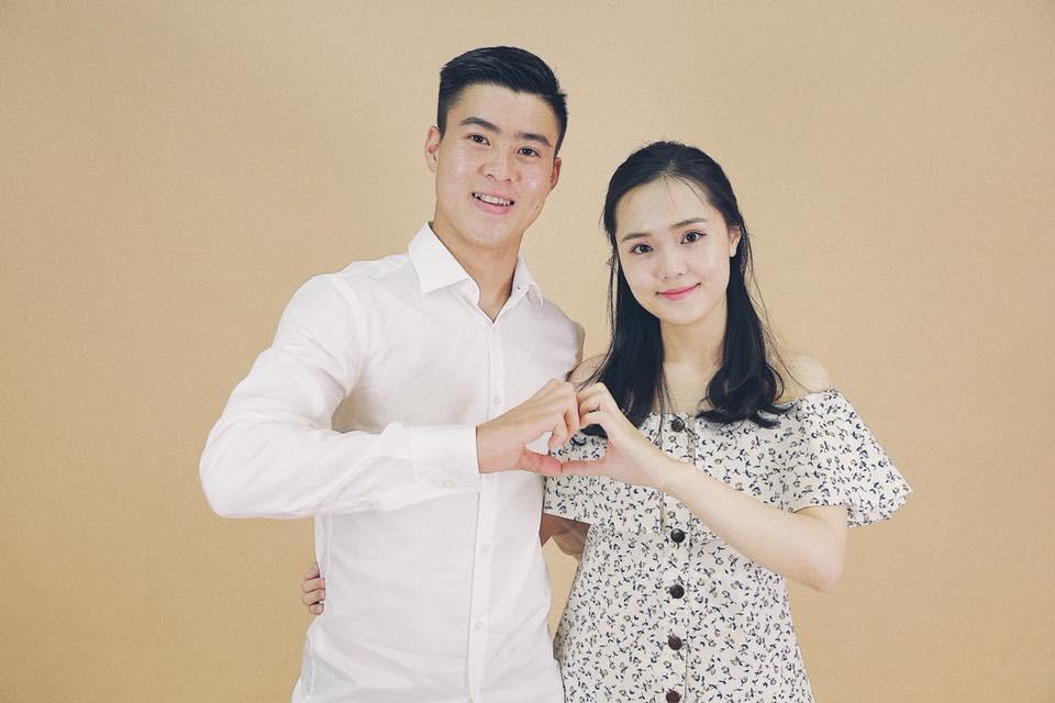 Những cô bạn gái cầu thủ nổi bật ở AFF Cup 2018: Người yêu Duy Mạnh khoe sắc cùng nhà vô địch võ thuật thế giới - Ảnh 2.