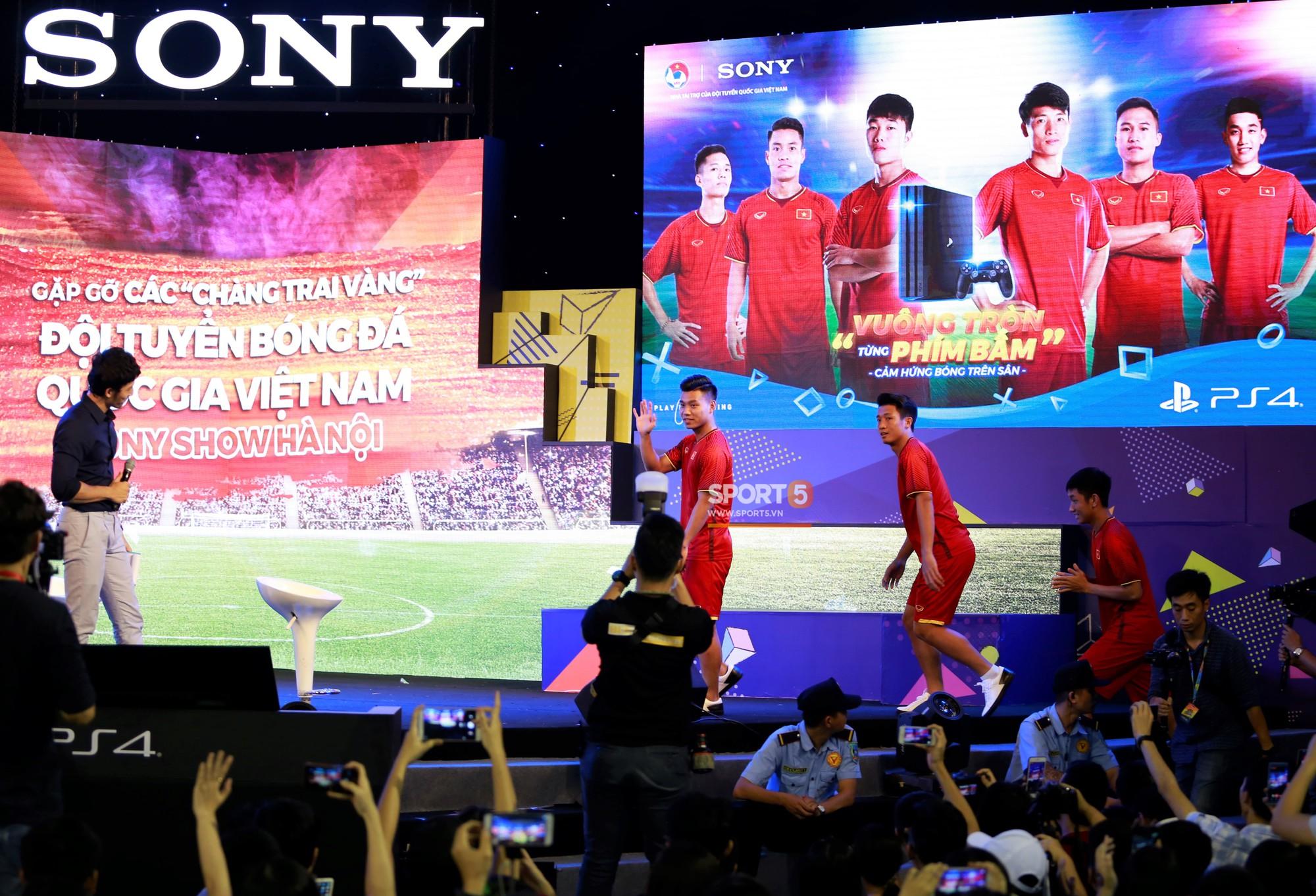 Bùi Tiến Dũng chỉ đạo đệ tử vùi dập đội của Trọng Đại 3-0 ở FIFA 18 - Ảnh 1.