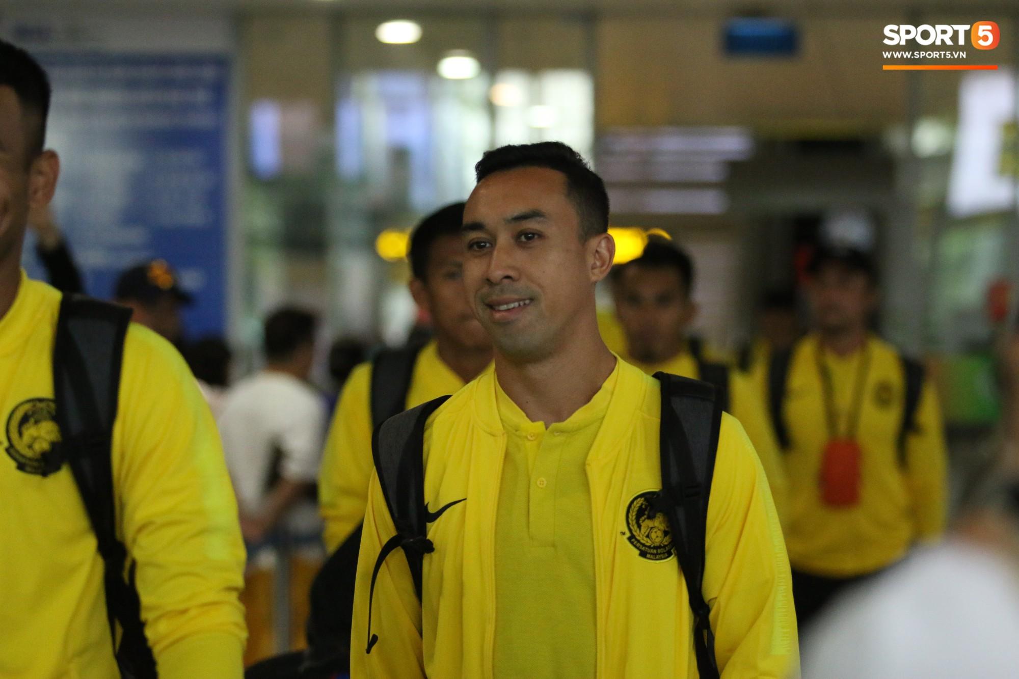 Đội tuyển Malaysia gặp sự cố ngay khi vừa đặt chân đến Việt Nam - Ảnh 5.