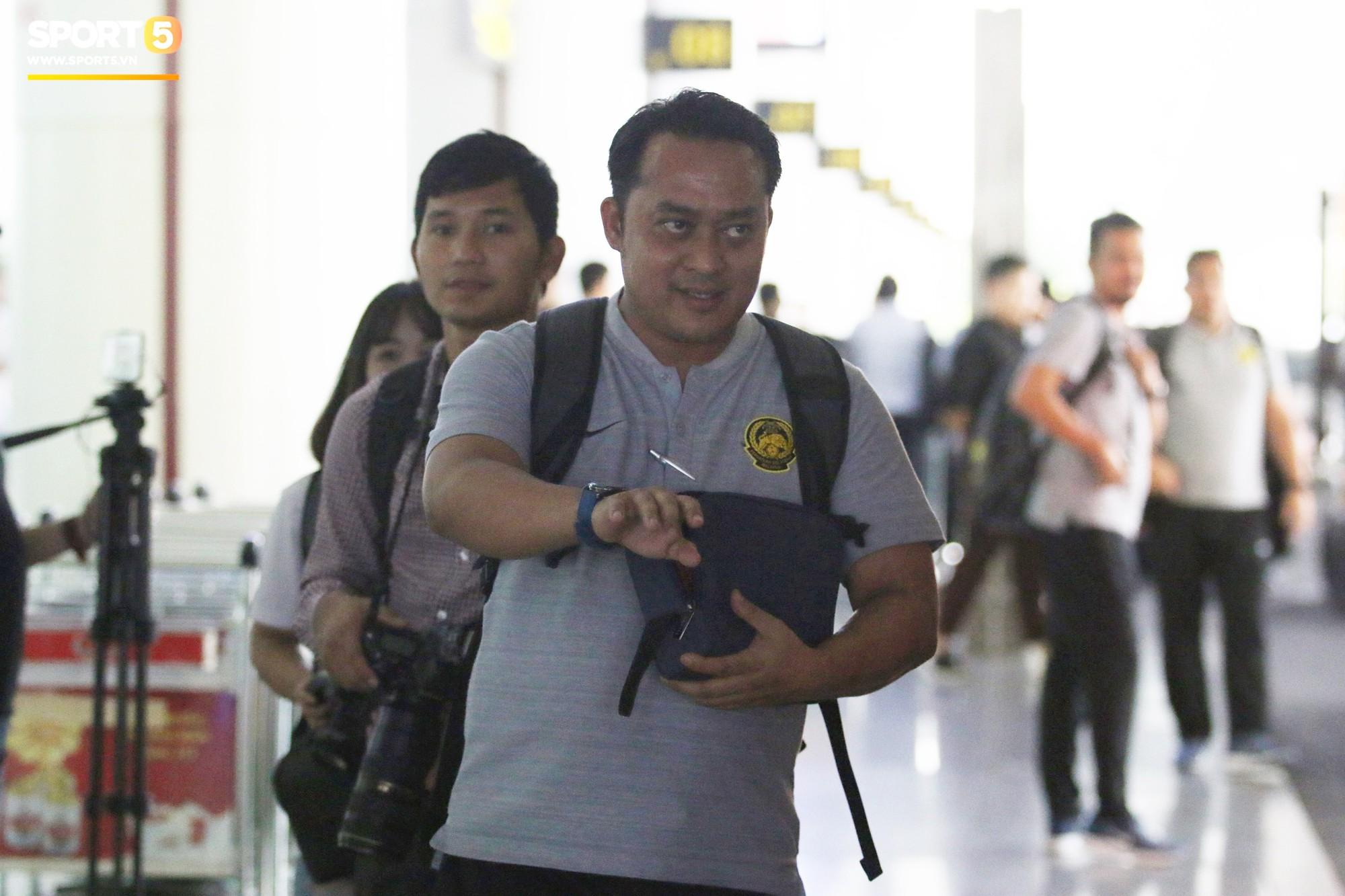 Đội tuyển Malaysia gặp sự cố ngay khi vừa đặt chân đến Việt Nam - Ảnh 3.