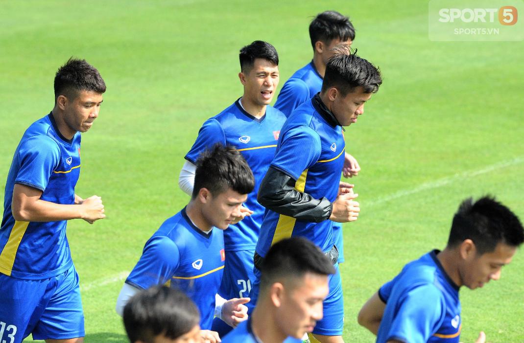 Thời tiết ủng hộ tuyển Việt Nam, toàn đội được tập dưới cái nắng gắt và nhiệt độ cao như ở Philippines - Ảnh 7.