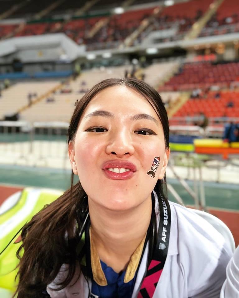 Bác sĩ của tuyển Thái Lan tại AFF Cup 2018 từng đăng quang Hoa hậu - Ảnh 3.