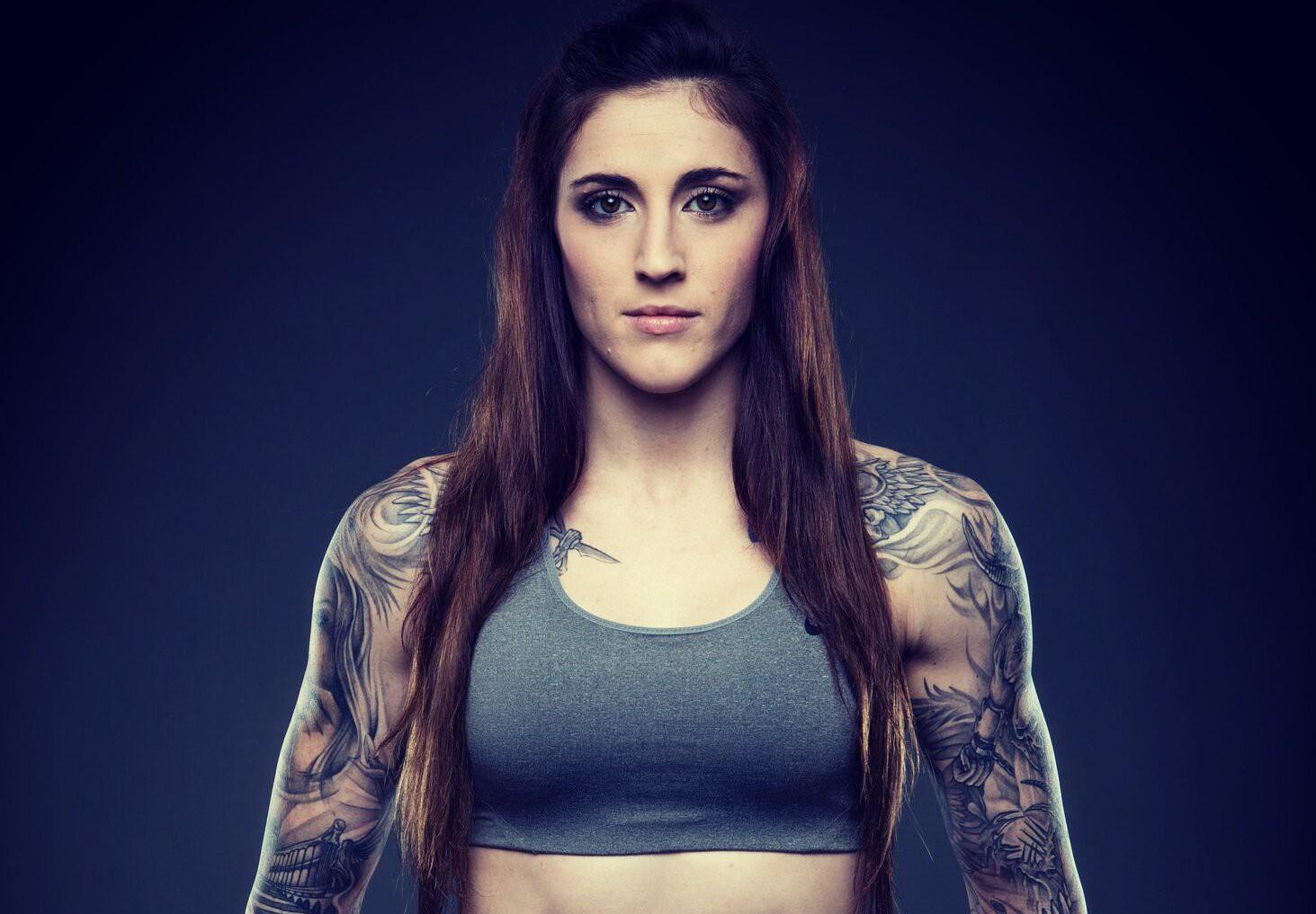 Lên sàn đấu, nữ võ sĩ xinh đẹp bậc nhất thế giới hạ đối thủ theo một kịch bản không ai ngờ - Ảnh 2.