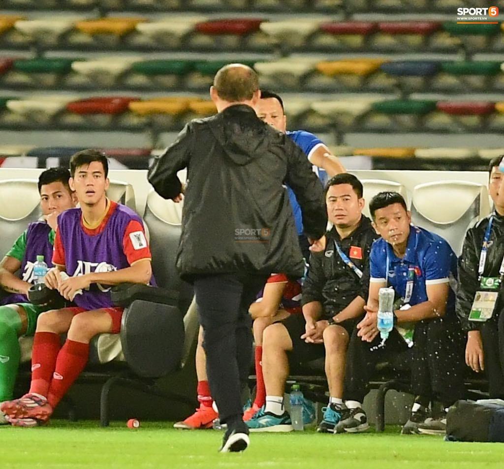 Hành động cho thấy HLV Park Hang-seo đoán trước Việt Nam sẽ thủng lưới trong tình huống đá phạt định mệnh? - Ảnh 3.