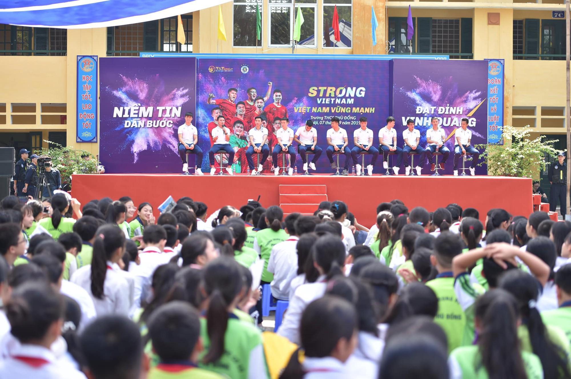Quang Hải, Duy Mạnh và các cầu thủ Hà Nội FC khép lại hành trình thắp lửa giấc mơ Strong Vietnam - Ảnh 2.