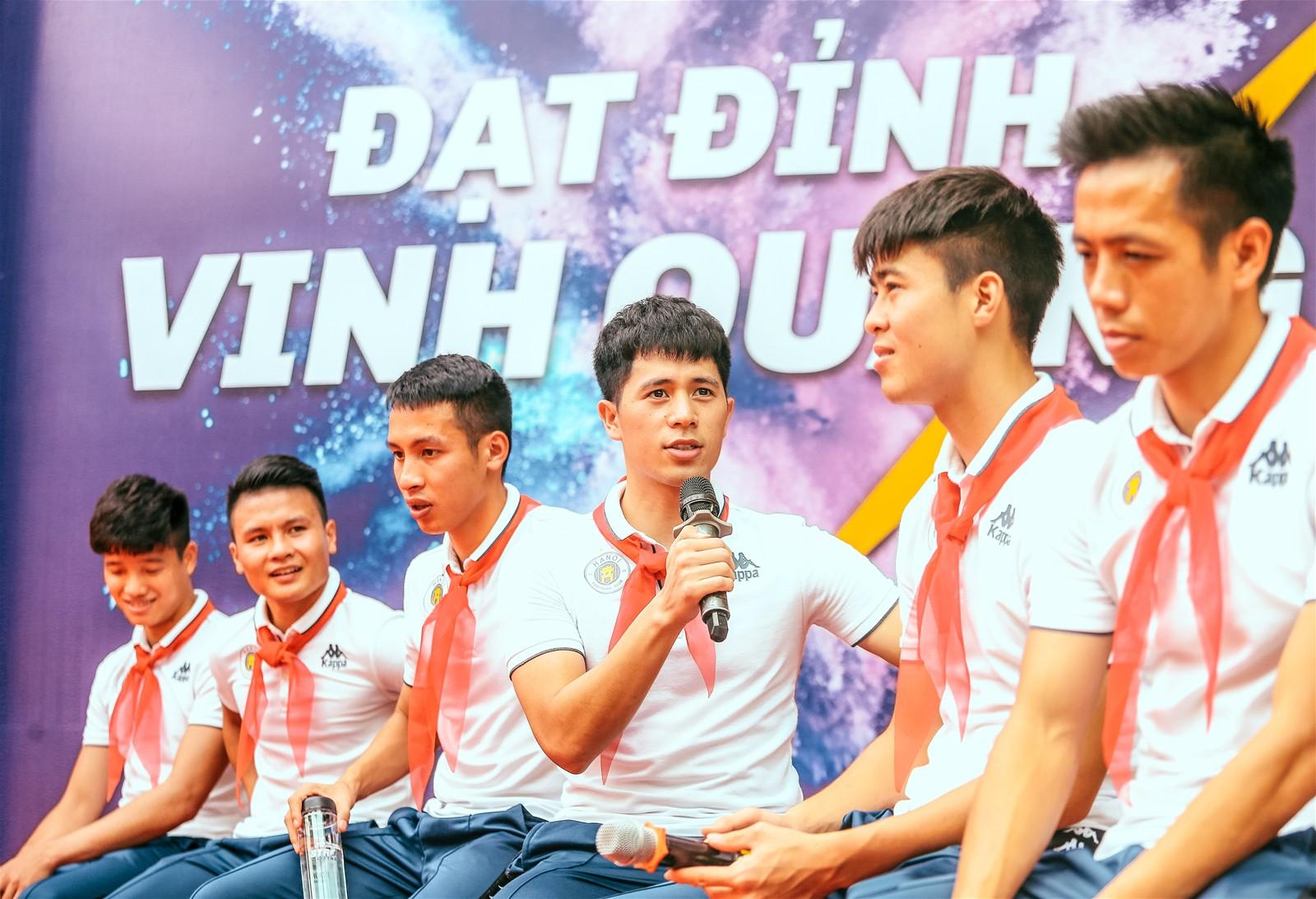 Quang Hải, Duy Mạnh và các cầu thủ Hà Nội FC khép lại hành trình thắp lửa giấc mơ Strong Vietnam - Ảnh 4.