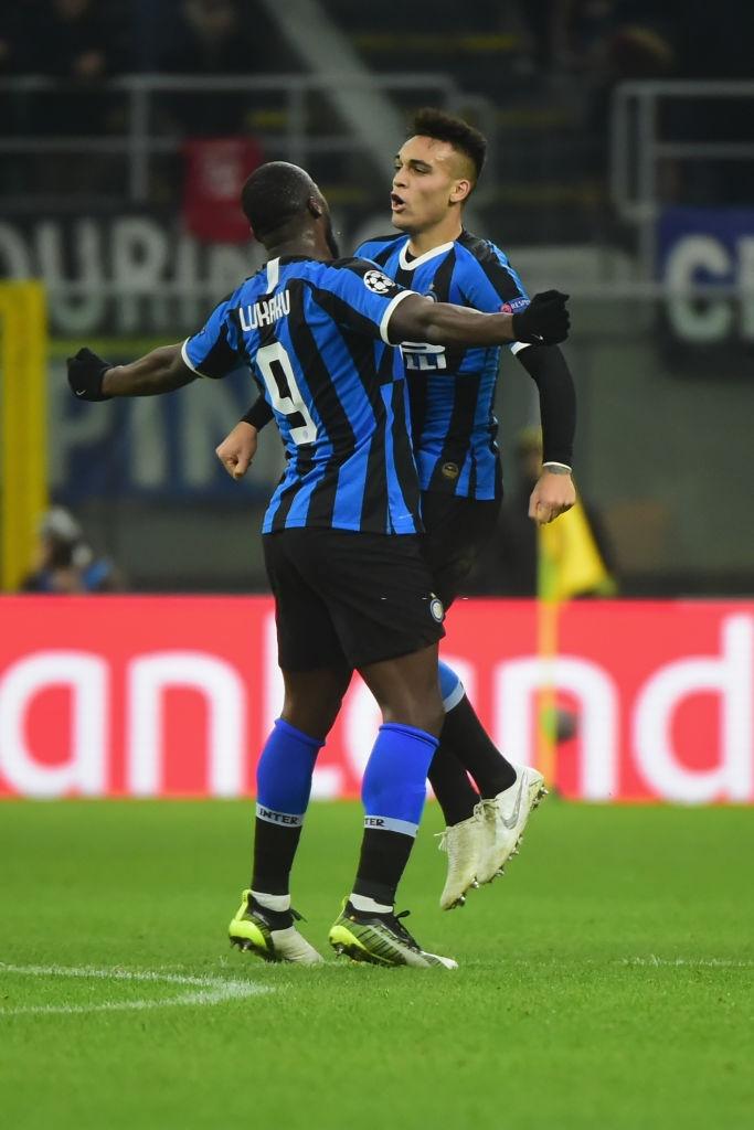 Tung ra đội hình thiếu vắng nhiều trụ cột, Barca vẫn dễ dàng có được chiến thắng 2-1 trước Inter ngay trên sân Giuseppe Meazza và loại đại diện nước Ý ra khỏi Cúp C1  - Ảnh 5.