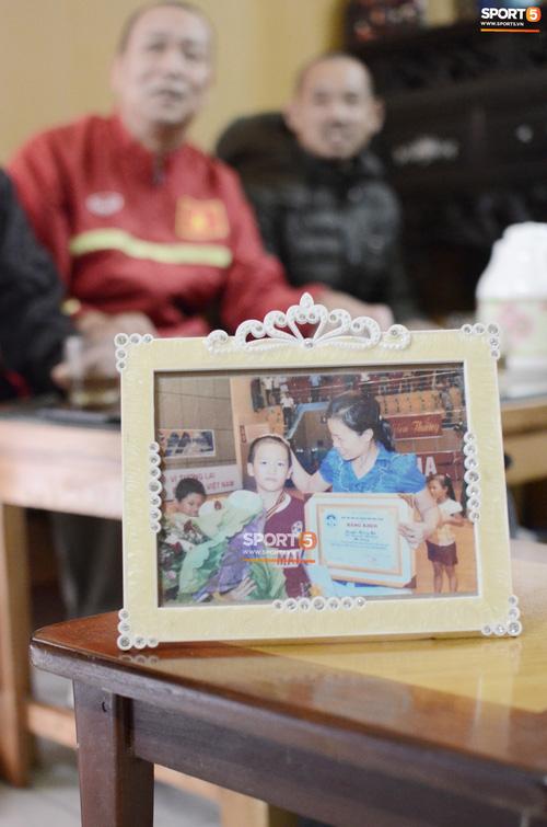 """Về thăm nhà """"người hùng"""" U22 Việt Nam, Nguyễn Hoàng Đức: Tràn ngập kỷ vật World Cup và những bức ảnh thời """"trẻ trâu"""" hết sức dễ thương - Ảnh 9."""
