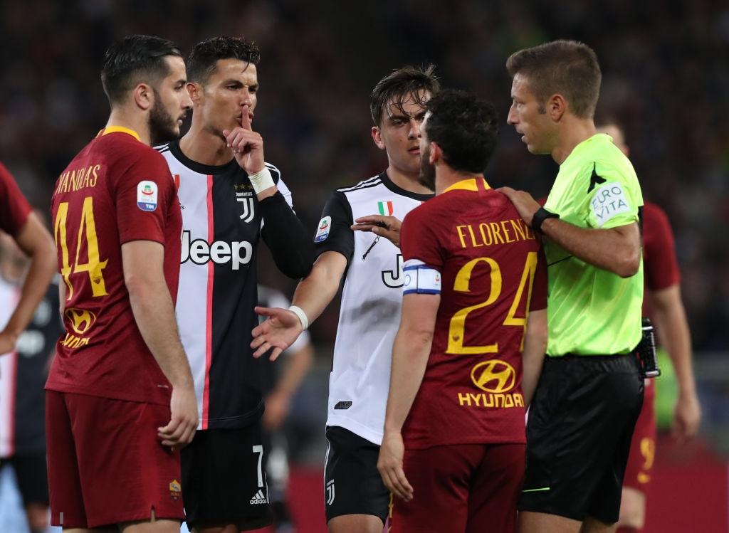 Ronaldo sỉ nhục đối thủ: Mày quá lùn để nói chuyện với tao nên hãy im miệng lại - Ảnh 2.