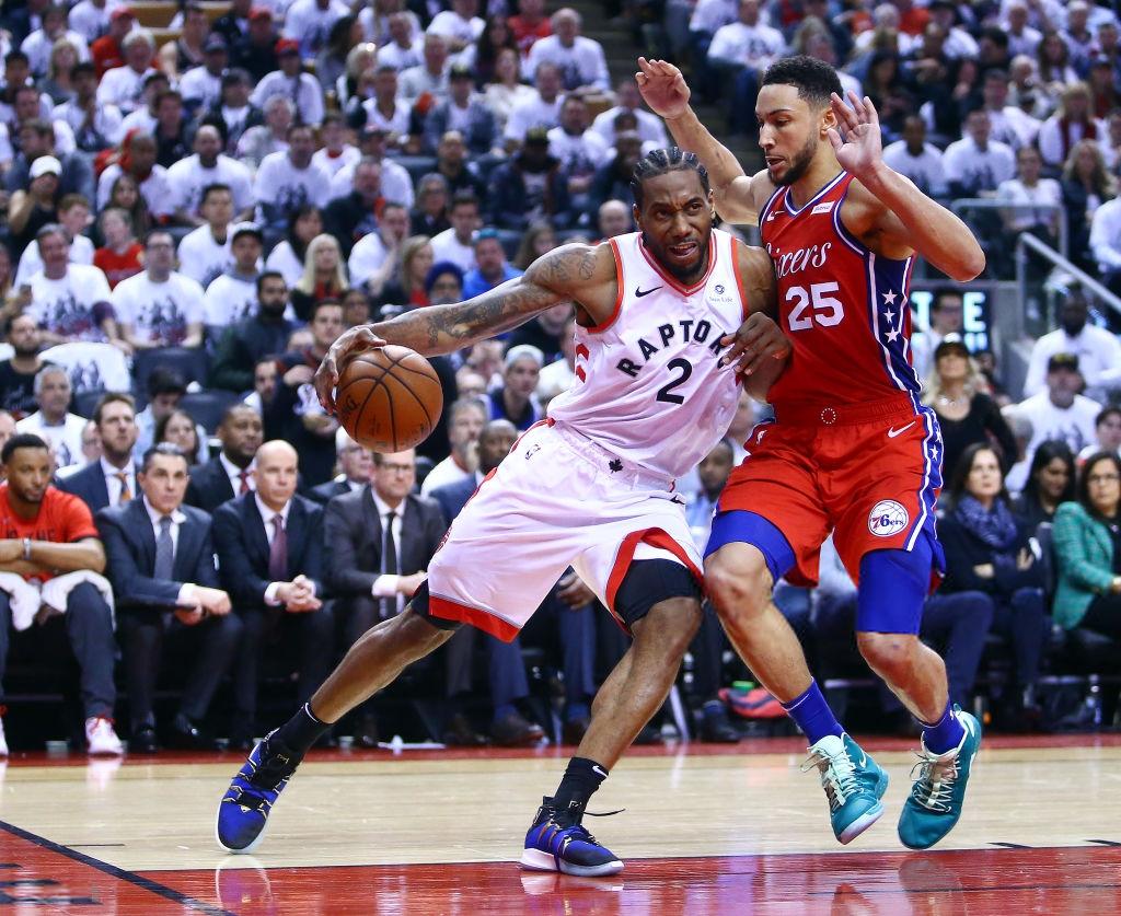 Khoảnh khắc lịch sử NBA: Cú buzzer-beater thần thánh dội vành rổ 4 lần rồi khiến cả nhà thi đấu từ hồi hộp nghẹt thở đến nổ tung - Ảnh 2.