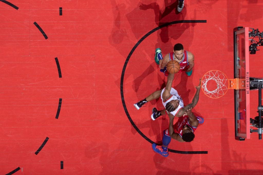 Khoảnh khắc lịch sử NBA: Cú buzzer-beater thần thánh dội vành rổ 4 lần rồi khiến cả nhà thi đấu từ hồi hộp nghẹt thở đến nổ tung - Ảnh 11.