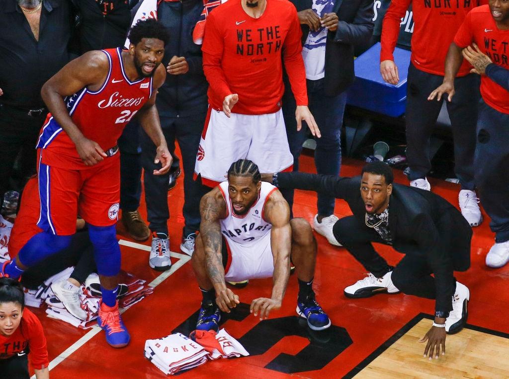 Khoảnh khắc lịch sử NBA: Cú buzzer-beater thần thánh dội vành rổ 4 lần rồi khiến cả nhà thi đấu từ hồi hộp nghẹt thở đến nổ tung - Ảnh 5.