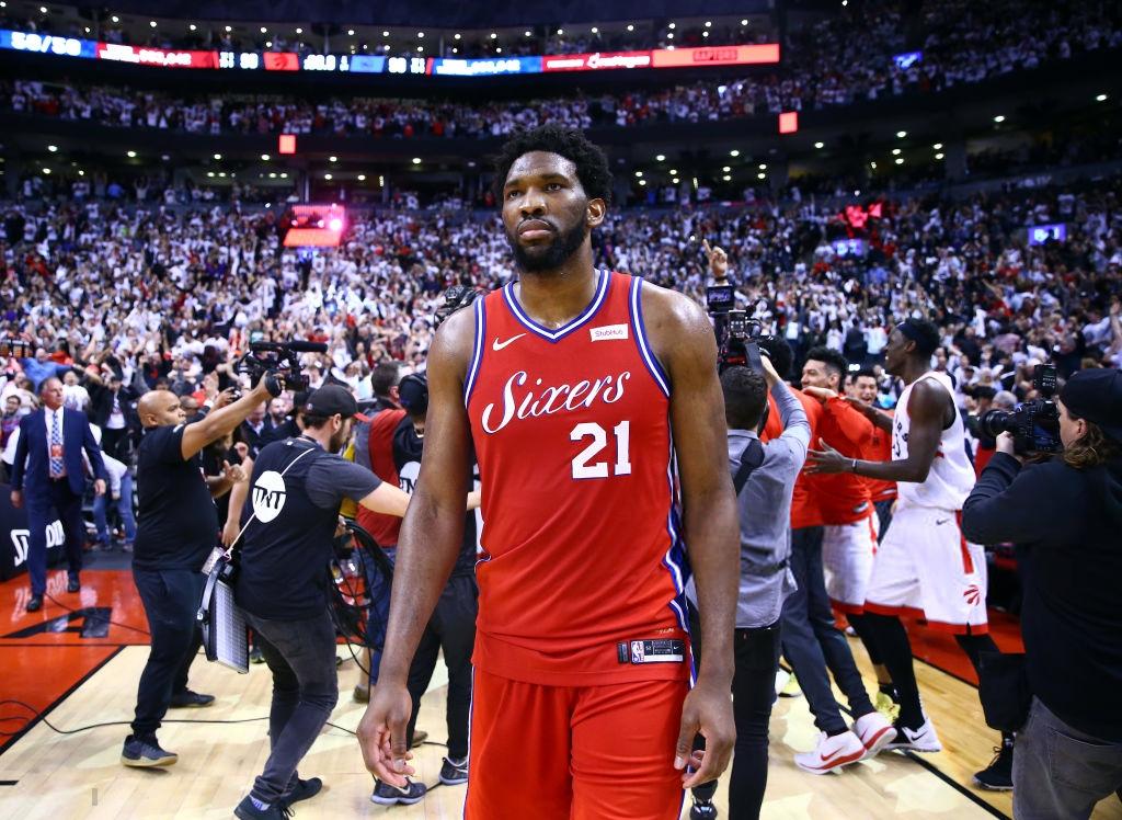 Khoảnh khắc lịch sử NBA: Cú buzzer-beater thần thánh dội vành rổ 4 lần rồi khiến cả nhà thi đấu từ hồi hộp nghẹt thở đến nổ tung - Ảnh 10.