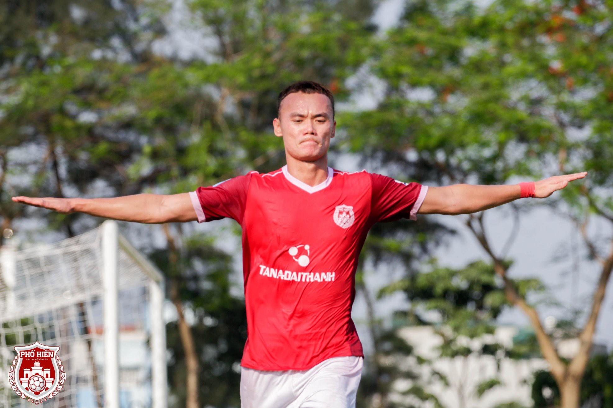 Fan tranh cãi Quang Hải hay Văn Toàn mới là cầu thủ xuất sắc nhất tháng 4 và cơn đau đầu dễ chịu của thầy Park - Ảnh 3.