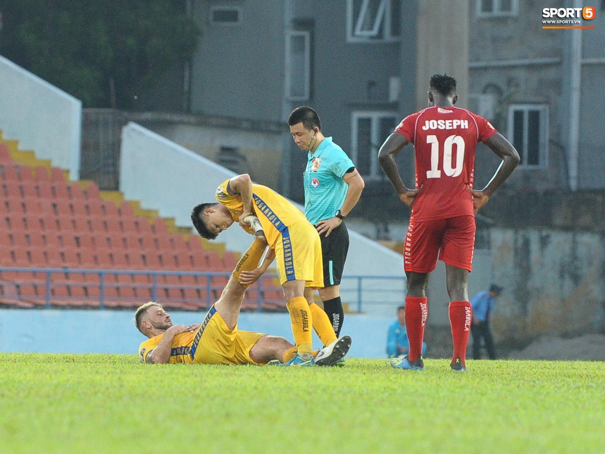 Hành động đẹp của cầu thủ Hải Phòng trong trận cầu nảy lửa với Thanh Hoá - Ảnh 5.