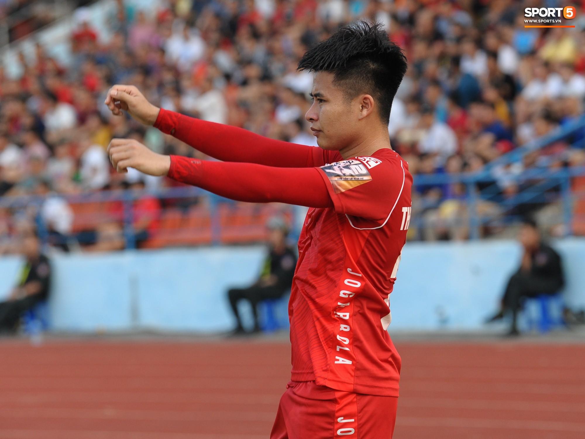 Hành động đẹp của cầu thủ Hải Phòng trong trận cầu nảy lửa với Thanh Hoá - Ảnh 6.