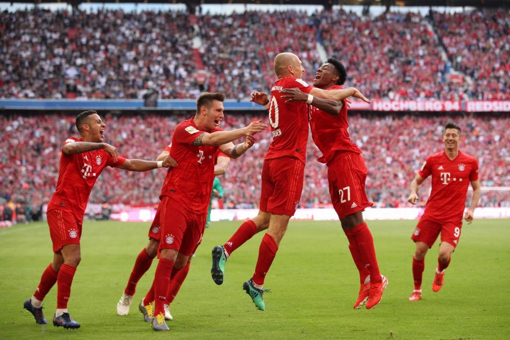 Khoảnh khắc cho thấy vẻ đẹp tuyệt vời của bóng đá: Hai huyền thoại của ông vua nước Đức xúc động nghẹn ngào, rơi lệ khi ghi bàn trong trận đấu cuối - Ảnh 9.