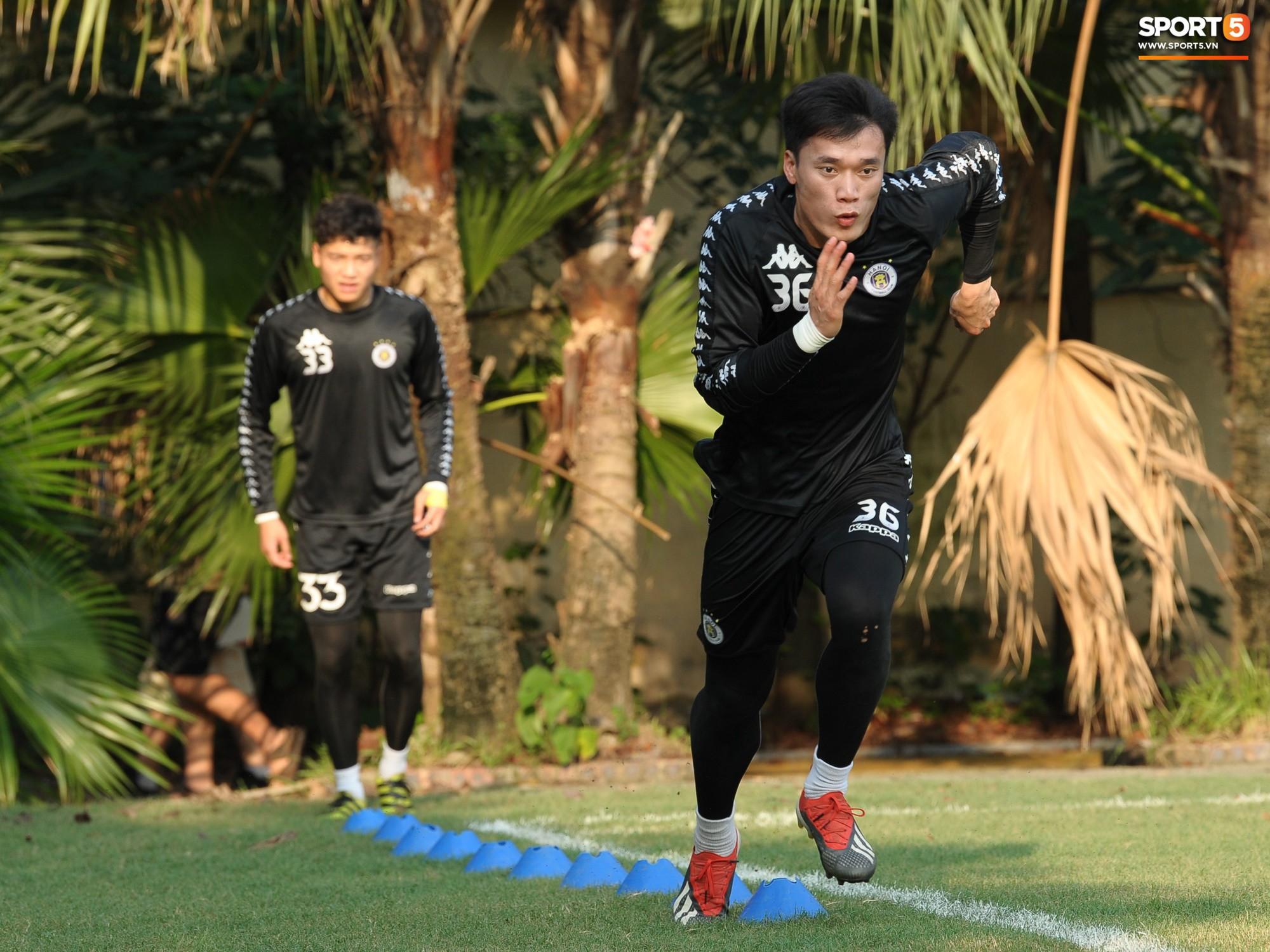 Ban huấn luyện không nhắc đến Tiến Dũng khi chọn thủ môn cho đội tuyển Quốc gia - Ảnh 1.