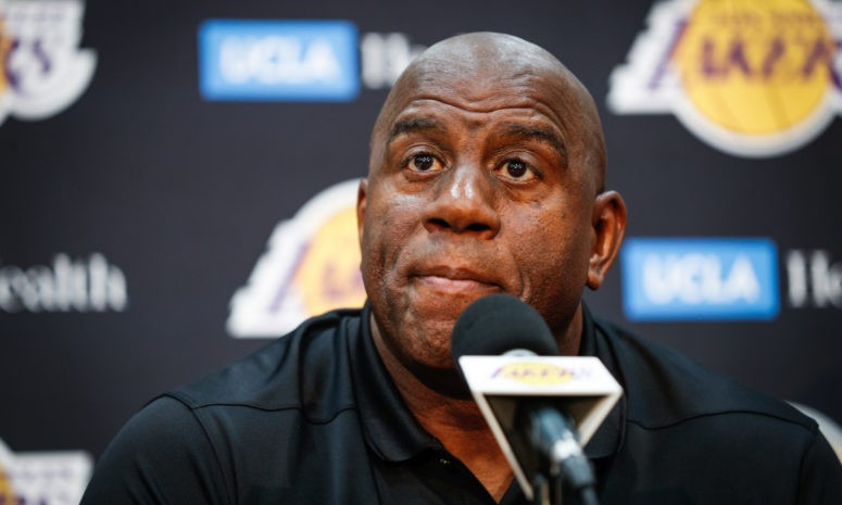 Magic Johnson cho rằng Kawhi Leonard, Kyrie Irving sẽ là mục tiêu hàng đầu của Lakers - Ảnh 2.