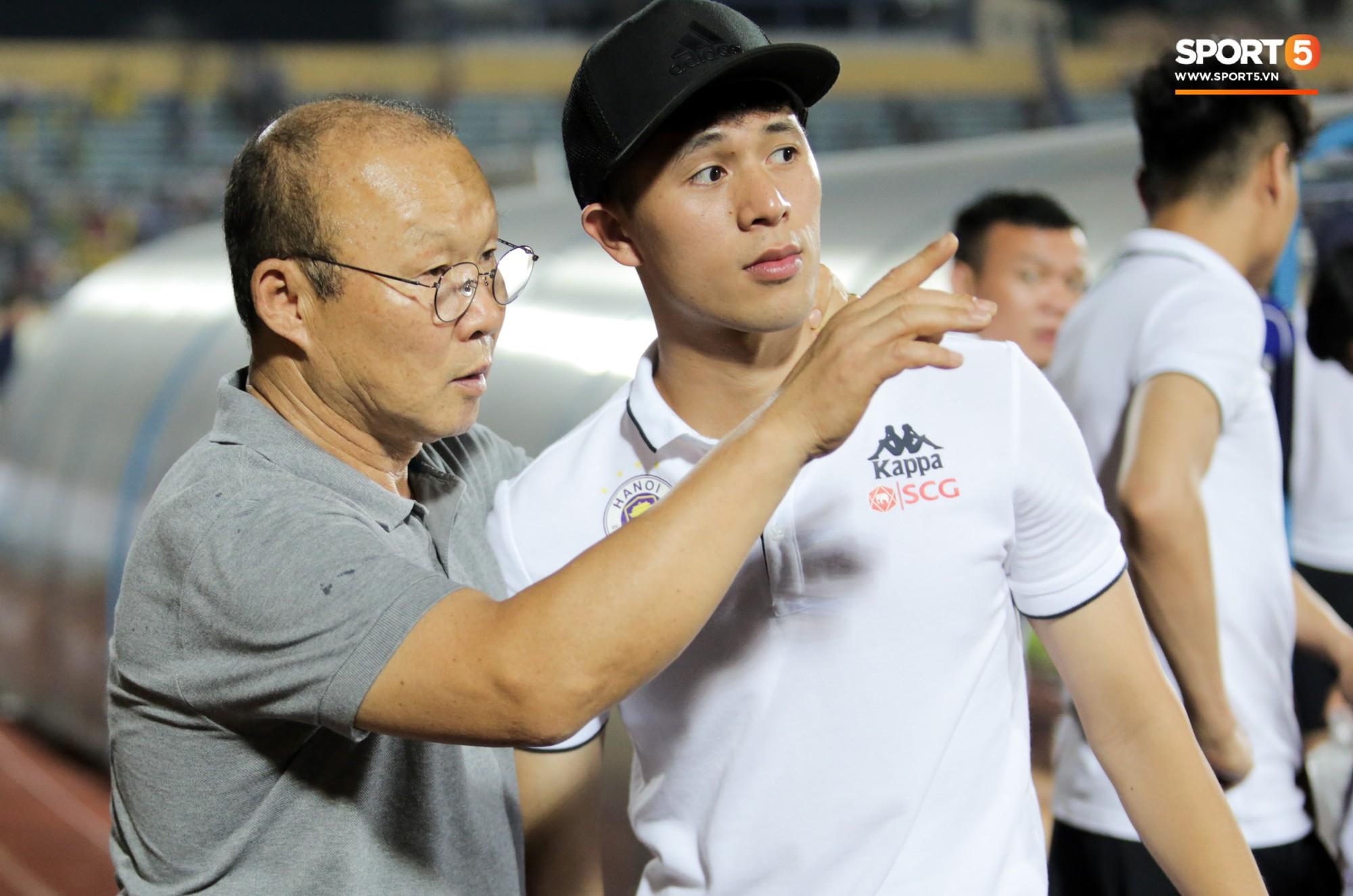 Được thầy Park an ủi, Đình Trọng vẫn buồn thiu khi đội nhà để thua đầy thất vọng - Ảnh 4.