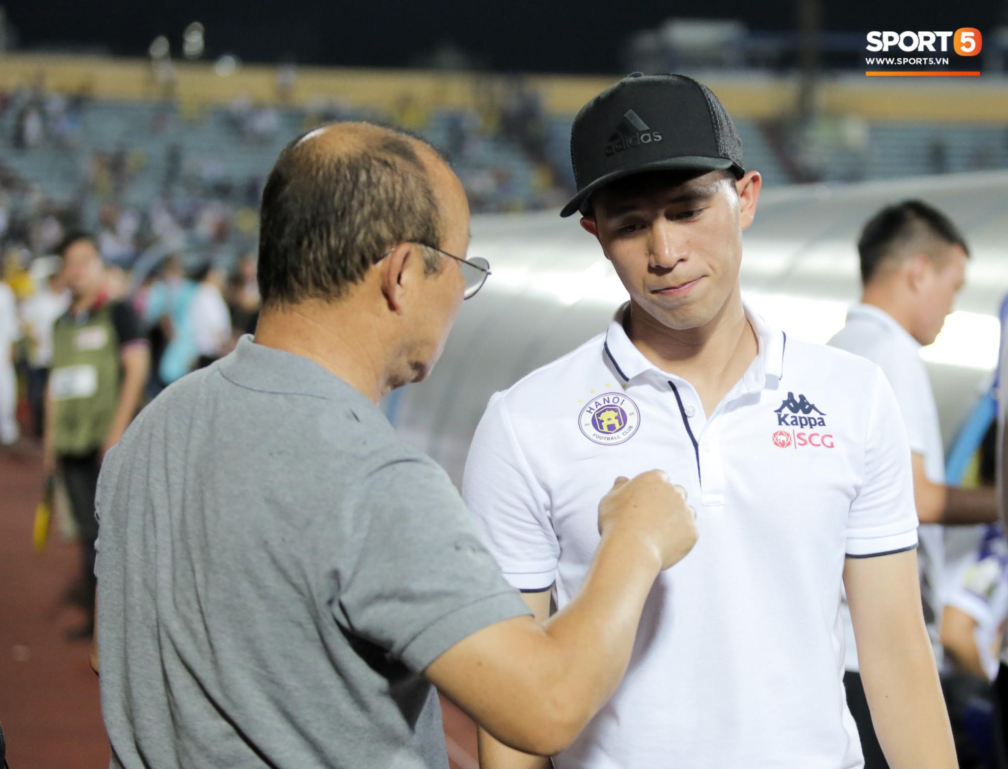 Được thầy Park an ủi, Đình Trọng vẫn buồn thiu khi đội nhà để thua đầy thất vọng - Ảnh 5.
