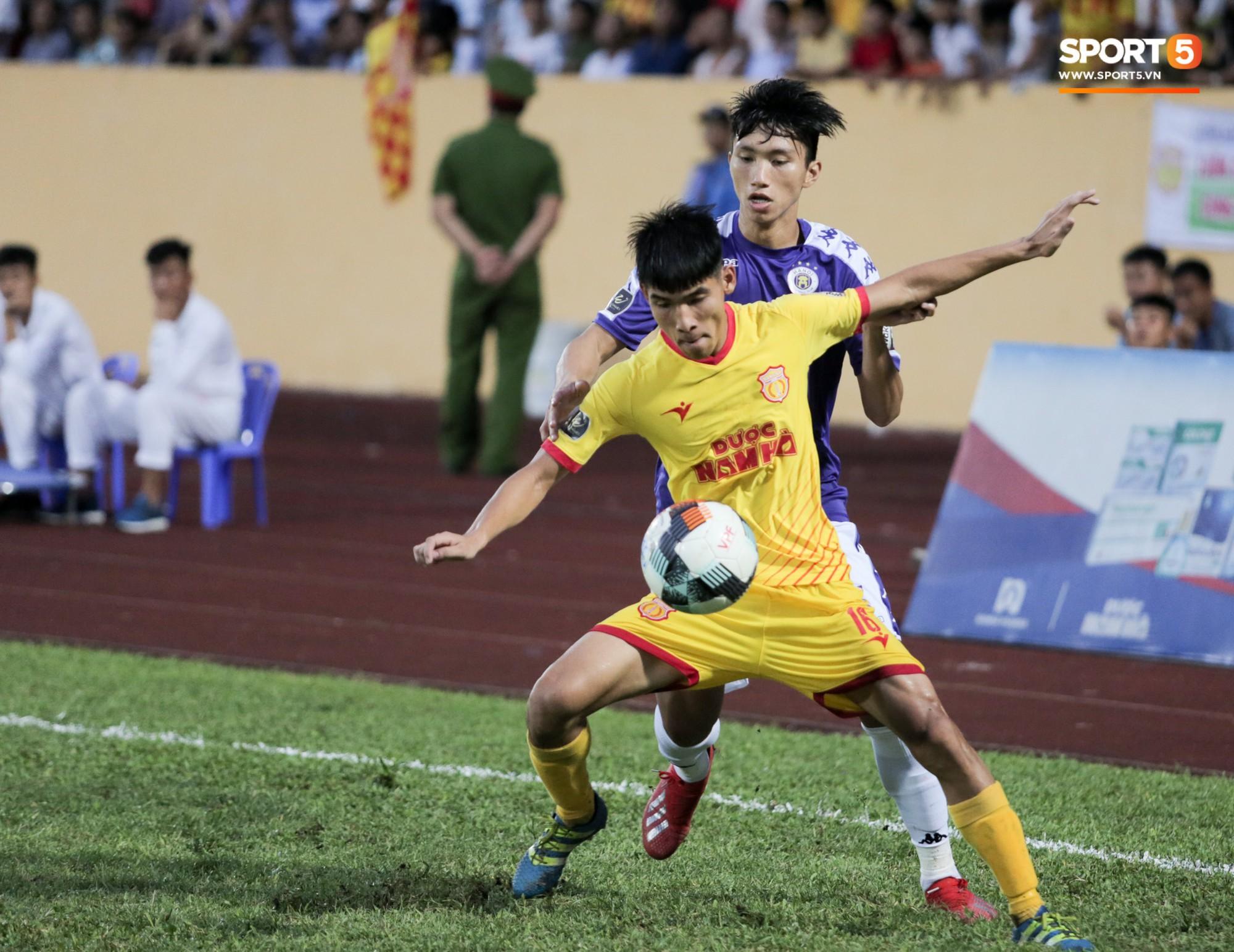 Được thầy Park an ủi, Đình Trọng vẫn buồn thiu khi đội nhà để thua đầy thất vọng - Ảnh 7.