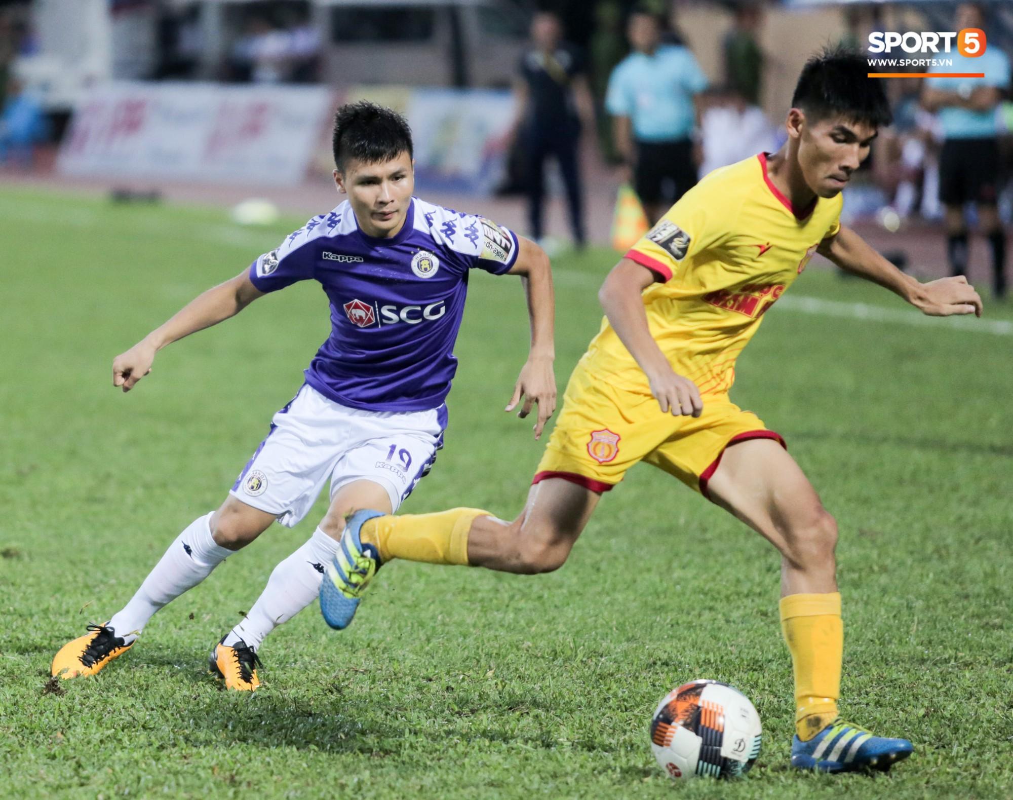 Được thầy Park an ủi, Đình Trọng vẫn buồn thiu khi đội nhà để thua đầy thất vọng - Ảnh 8.