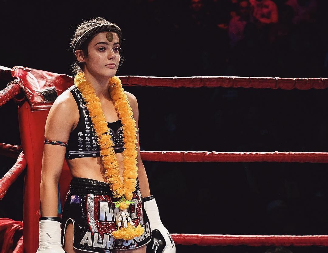 Có thể bạn không tin nhưng cô gái cực kỳ quyến rũ này là nhà vô địch võ thuật thế giới với những cú đòn chết người - Ảnh 1.