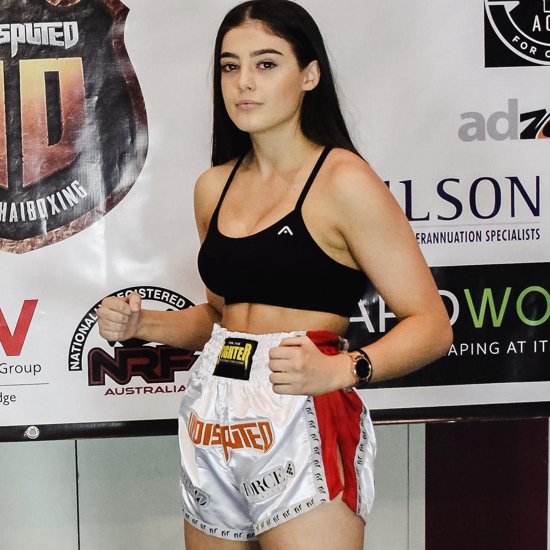 Có thể bạn không tin nhưng cô gái cực kỳ quyến rũ này là nhà vô địch võ thuật thế giới với những cú đòn chết người - Ảnh 10.