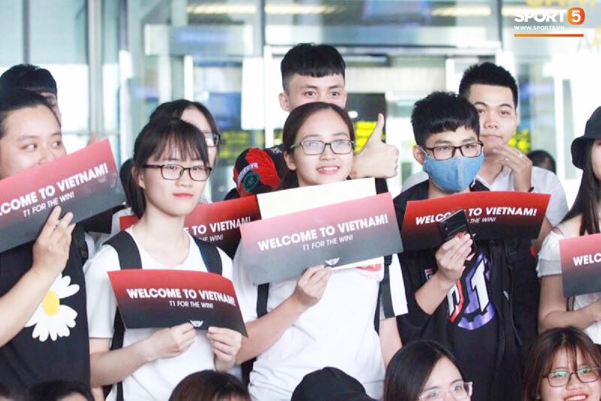 Dàn sao triệu đô SKT T1 rạng ngời trong ngày đầu tiên đặt chân tới Hà Nội - Ảnh 6.