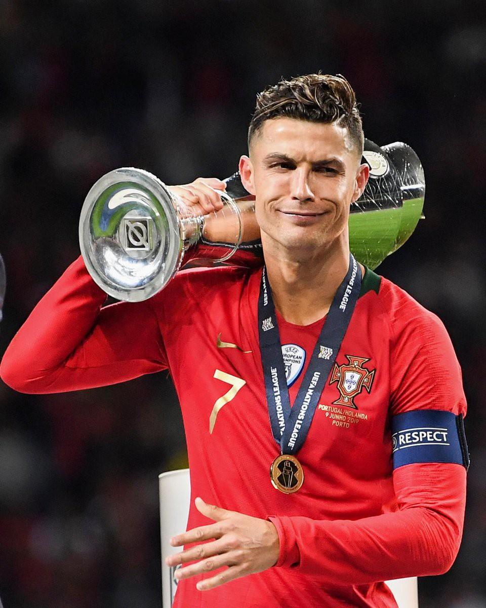 Biểu cảm hài hước của Ronaldo sau khi cùng đồng đội tuyển Bồ Đào Nha làm nên lịch sử ở UEFA Nations League - Ảnh 2.