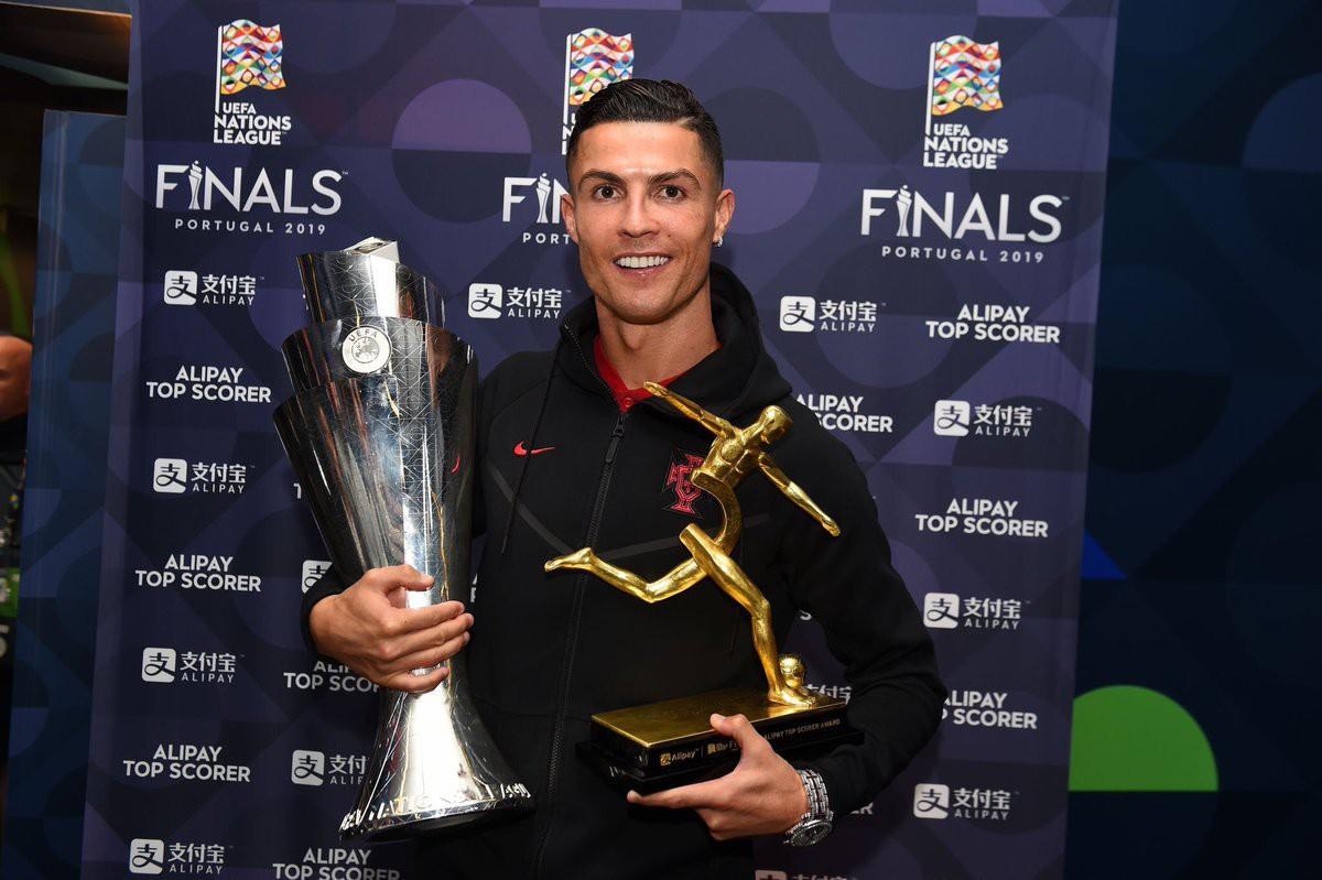 Biểu cảm hài hước của Ronaldo sau khi cùng đồng đội tuyển Bồ Đào Nha làm nên lịch sử ở UEFA Nations League - Ảnh 6.