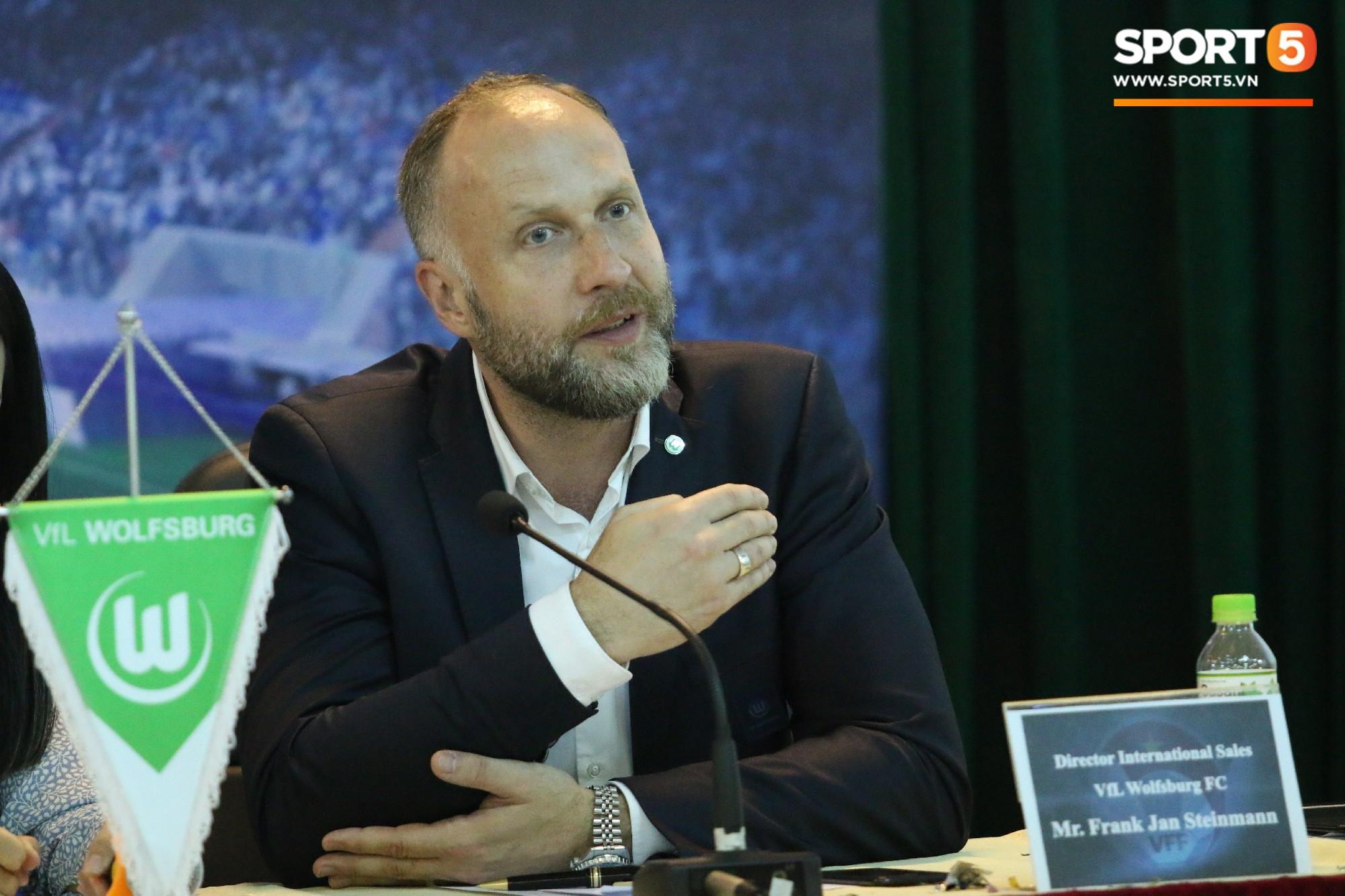 CLB nổi tiếng của Đức giải thích lý do cầu thủ trẻ Việt Nam chưa thể sang Đức thi đấu  - Ảnh 1.