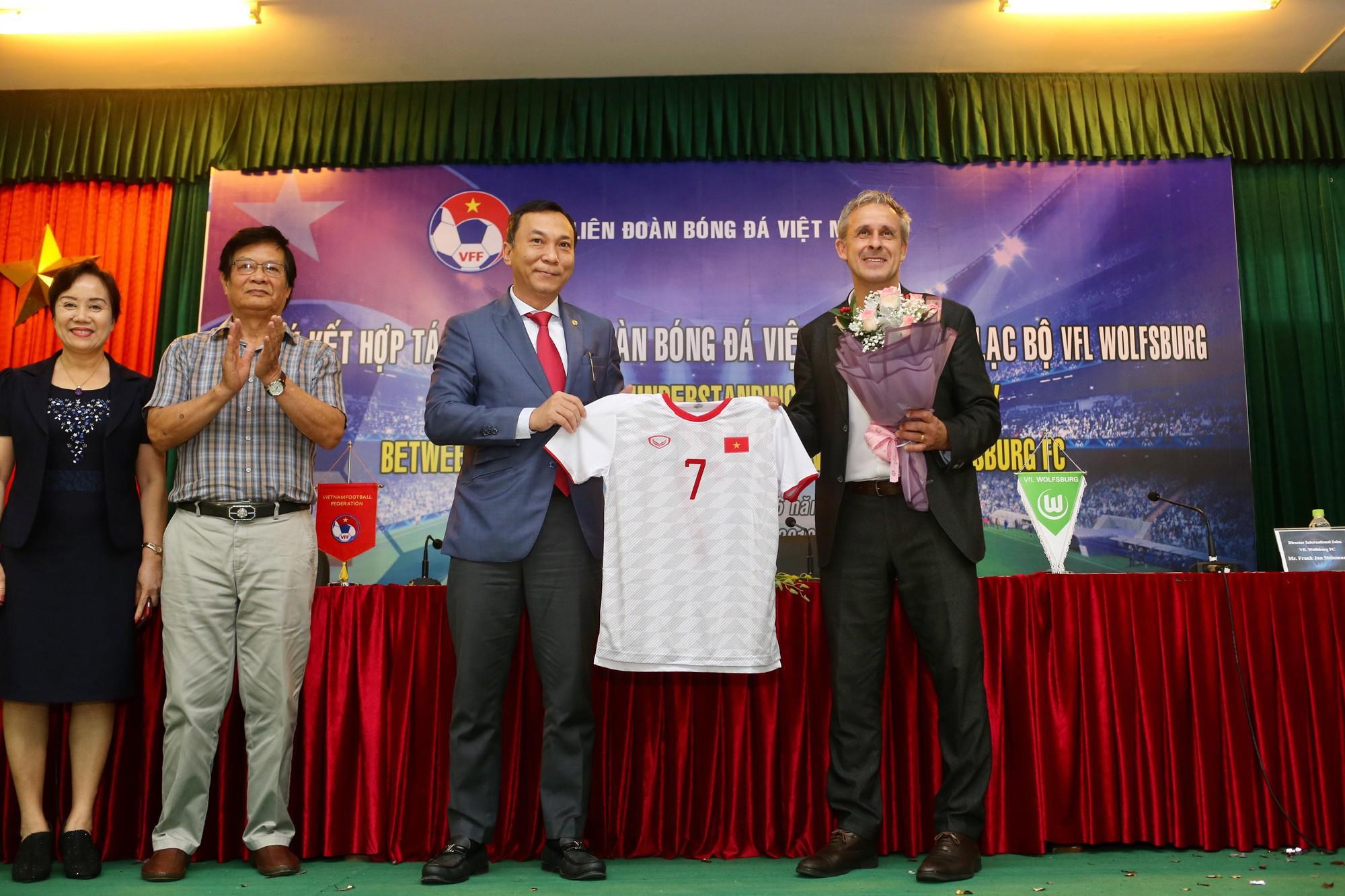 CLB nổi tiếng của Đức giải thích lý do cầu thủ trẻ Việt Nam chưa thể sang Đức thi đấu  - Ảnh 3.