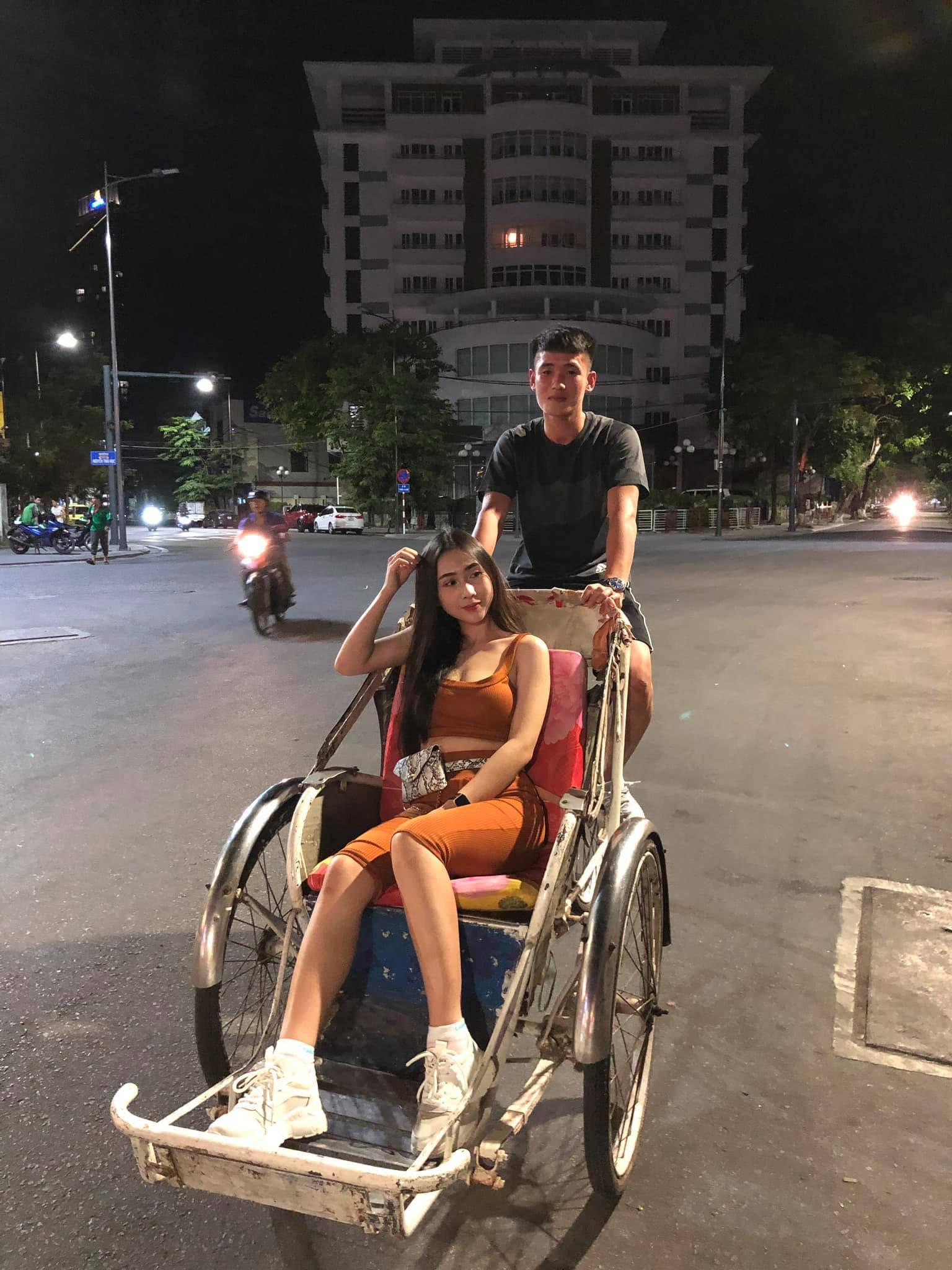 Cô gái có body nóng bỏng được cho là bạn gái của tuyển thủ Việt Nam Huỳnh Tấn Sinh là ai? - Ảnh 1.