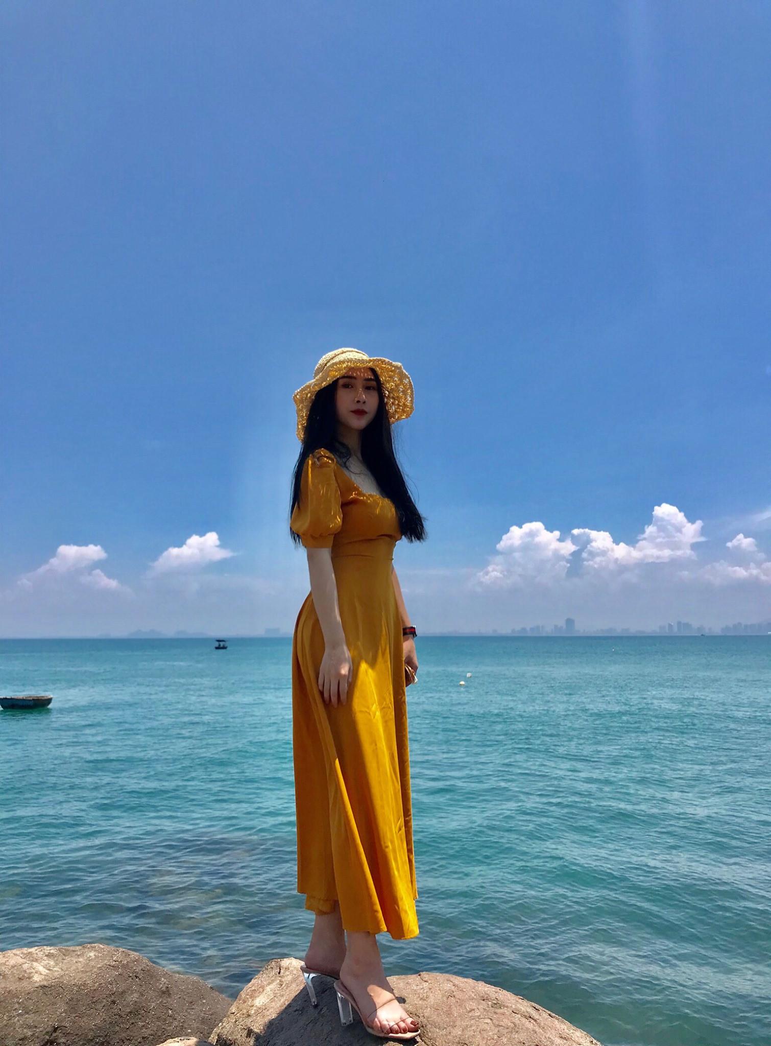 Cô gái có body nóng bỏng được cho là bạn gái của tuyển thủ Việt Nam Huỳnh Tấn Sinh là ai? - Ảnh 8.