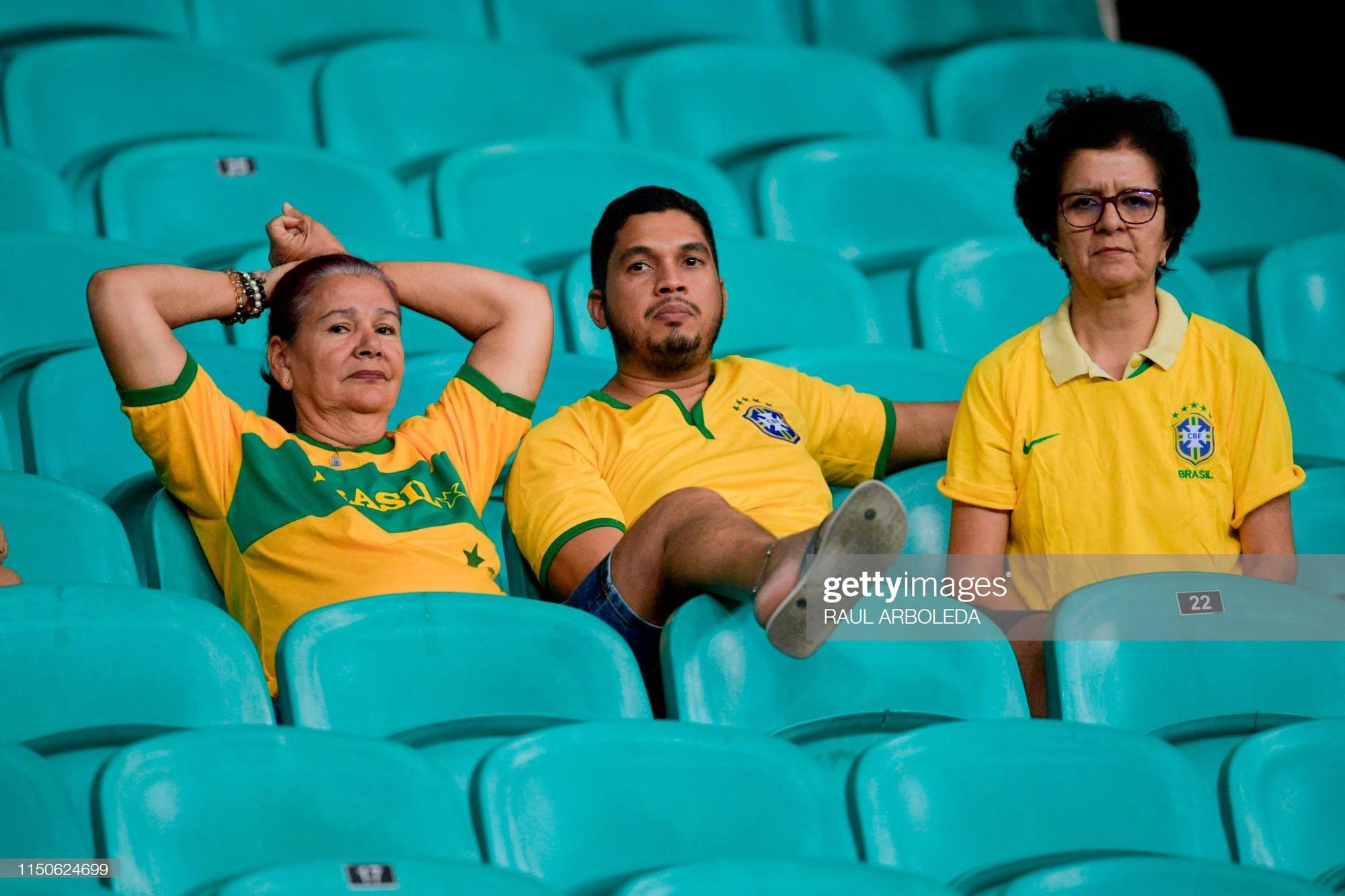 Có đội bóng nào đen đủi hơn tuyển Brazil hôm nay: 3 lần ăn mừng hụt để rồi rời sân trong nỗi thất vọng - Ảnh 3.